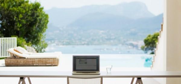 home-office-luxury-1940x900_34952-1